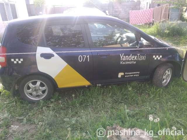 Такси - Сдаю Хонда фит 700 сом день залог 10000 сом